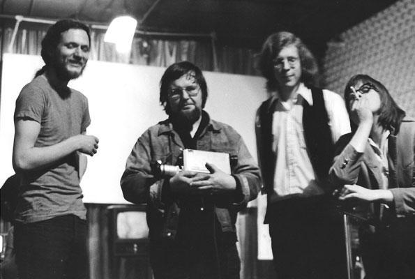 Dimitri Devyatkin, Woody Vasulka, Rhys Chatham a Steina v newyorské Kitchen (zdroj: Vasulka.org).